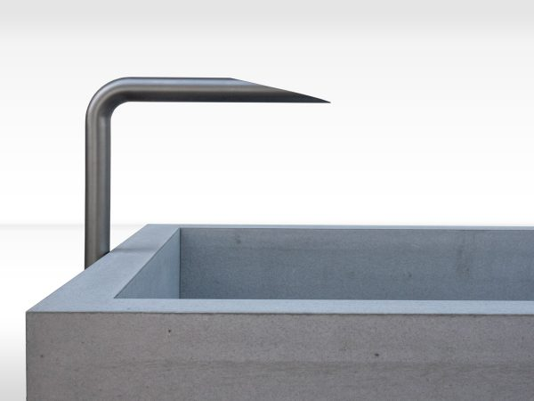 dade-PREMIUMBRUNNEN-220-Detail-beton-waschbecken_concrete-cemento-design-shop