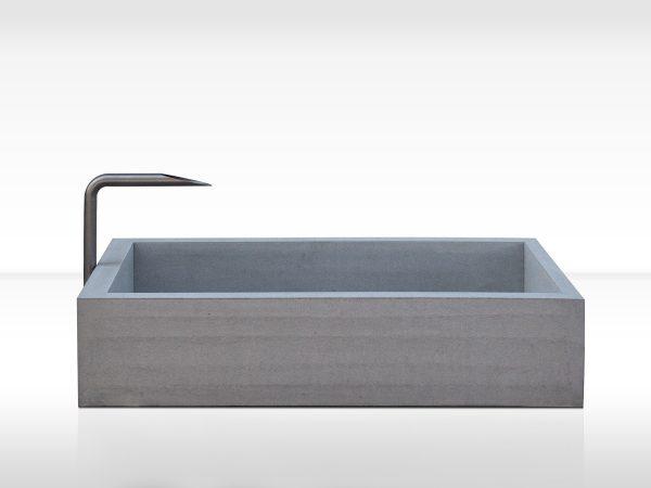 dade-PREMIUMBRUNNEN-220-Front01-beton-waschbecken_concrete-cemento-design-shop
