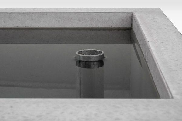 dade-PREMIUMBRUNNEN-Detail_überflussrohr-beton-waschbecken_concrete-cemento-design-shop