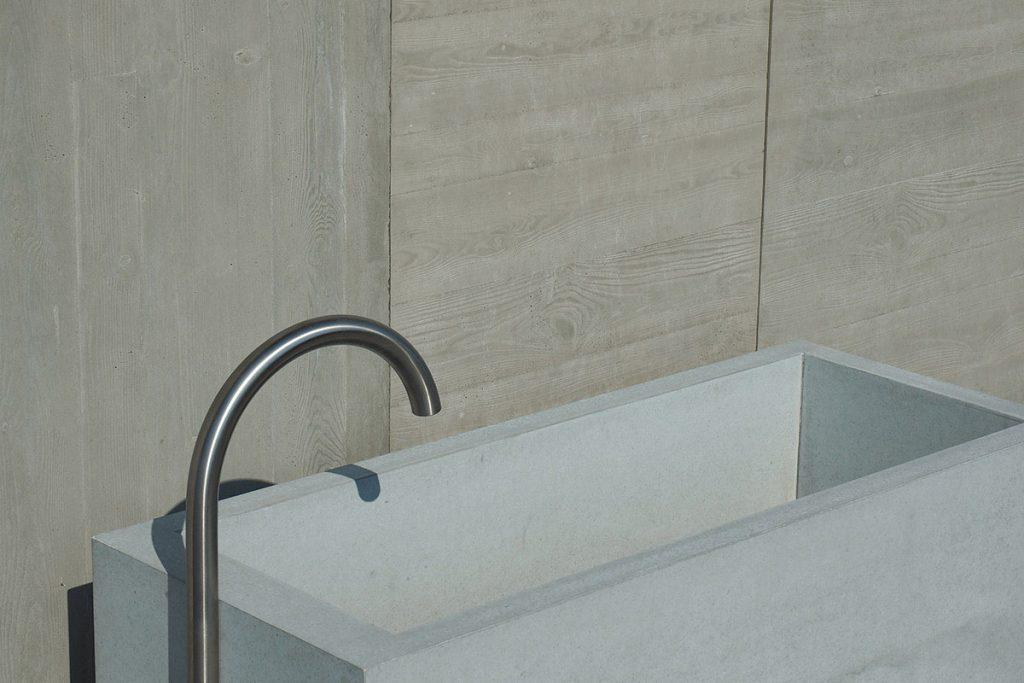 dade-PREMIUMBRUNNEN-klein-02-beton-waschbecken_concrete-cemento-design-shop
