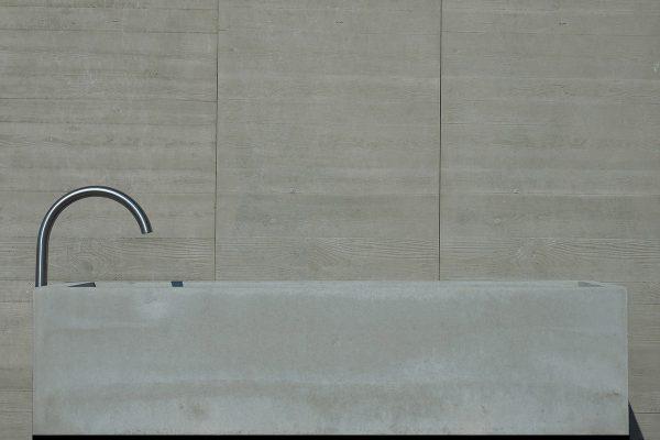 dade-PREMIUMBRUNNEN-mittel-02-beton-waschbecken_concrete-cemento-design-shop