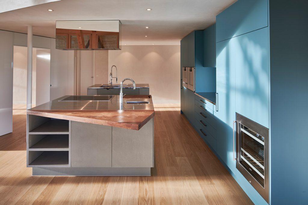 Betonküche Betonfronten Beton Holz asymmetrische Arbeitsplatte Residential – dade design