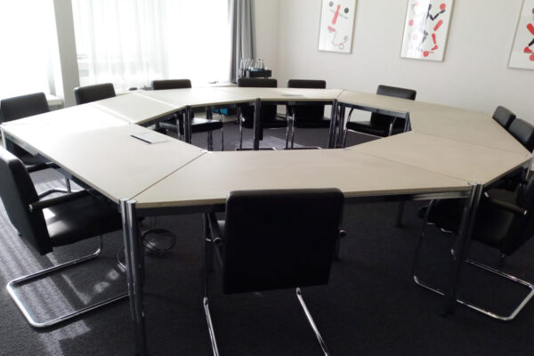 Betontische USM Trapez Konferenzraum Büromöbel  dade design