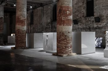 #BiennaleArchitectura2016 – Marte.Marte concrete cubes from dade design