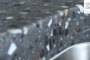 Crushed pebble – TERRAZZO by dade design